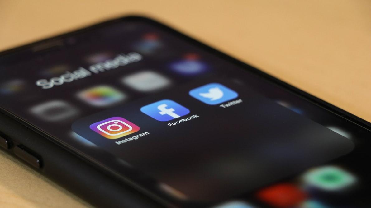 GET STARTED ON SOCIAL MEDIA | DÉMARREZ SUR LES MÉDIAS SOCIAUX