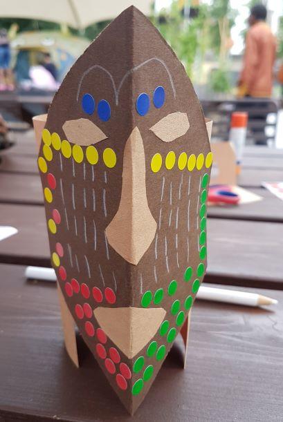 Création de masques d'Afrique Centrale